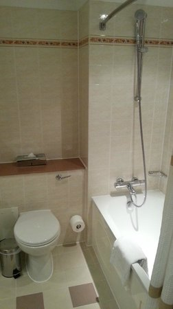 Dalmahoy, A Marriott Hotel & Country Club: Bathroom