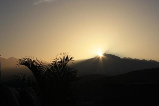 Arriba de la Roca: Sierra de la Laguna Sunrise