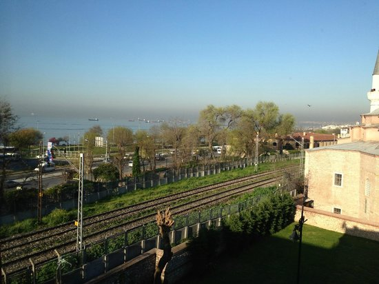 Siesta Hotel: Номер 401 вид из окна на Босфор