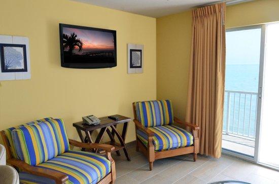Glunz Ocean Beach Hotel & Resort: Suite Living Room