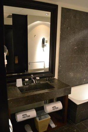 Hotel Pulitzer: bathroom again