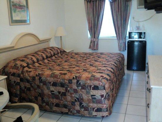 Richard's Motel: chambre tv, four à micro-onde et frugo