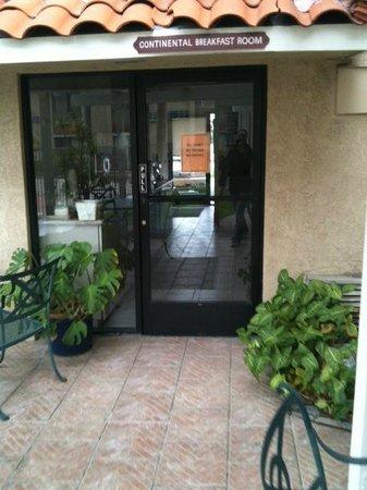 Anaheim Hills Inn & Suites: breakfast eating room