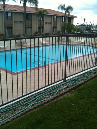 Anaheim Hills Inn & Suites: outdoor swimming pool