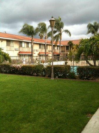 Anaheim Hills Inn & Suites: grounds