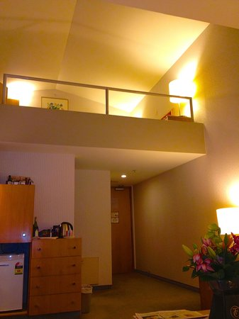 Waipuna Hotel & Conference Centre: Loft configuration with stairs to your bunk