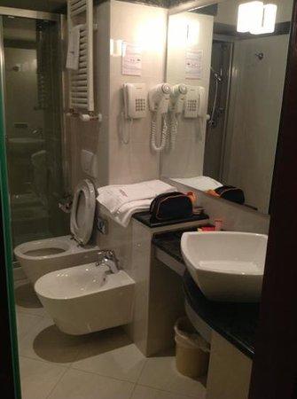 Cosmopolitan Concept Hotel: bagno