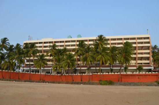 Bogmallo Beach Resort: Front view of the Hotel