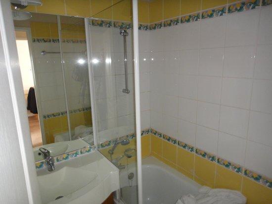 salle de bains  photo de pierre & vacances résidence le thabor
