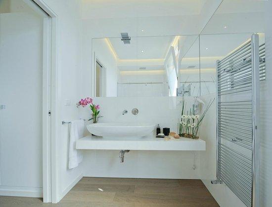 i nostri bagni sono tutti nuovi e moderni con sanitari lussuosi e ... - Bagni Lussuosi Moderni