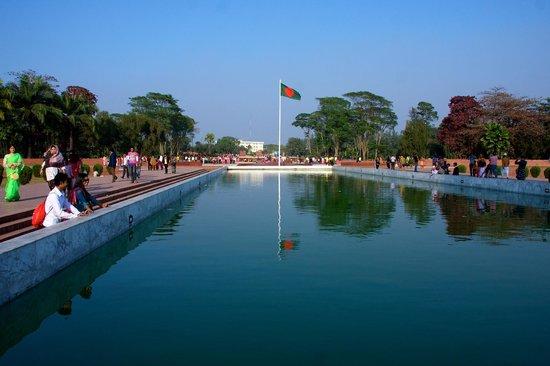 Jatiyo Sriti Shoudho (National Martyrs' Memorial) : The memorial