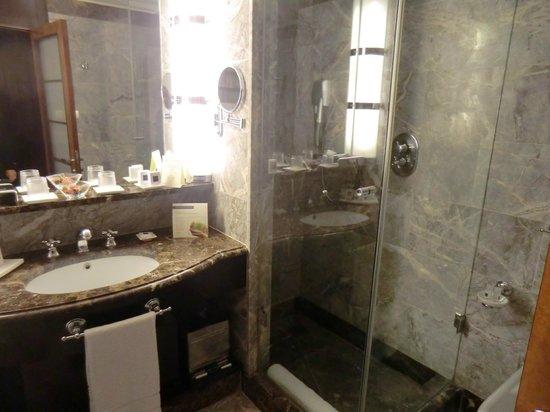 Hotel Principi di Piemonte: Bad