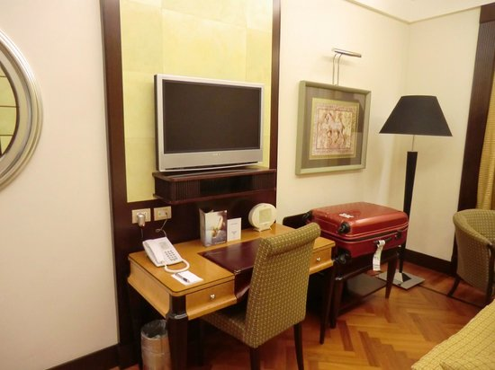 Hotel Principi di Piemonte: Zimmer mit TV