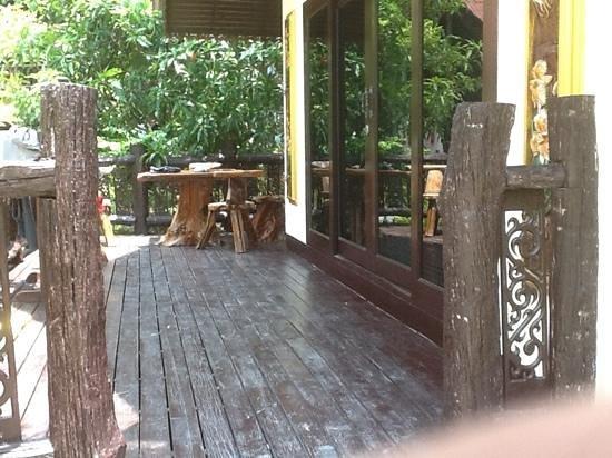 Phi Phi Paradise Pearl Resort: balcony on p6