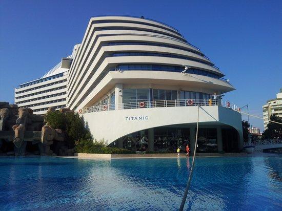 Titanic Beach Lara Hotel: Frontansicht