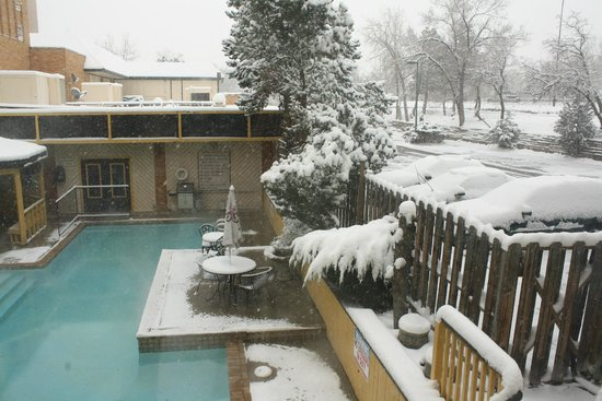 Rodeway Inn & Suites Boulder Broker: View from one of the rooms to the pool area