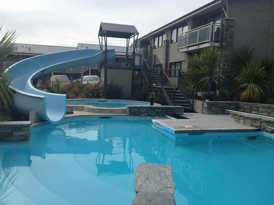 Ramada Resort Wanaka: pool area