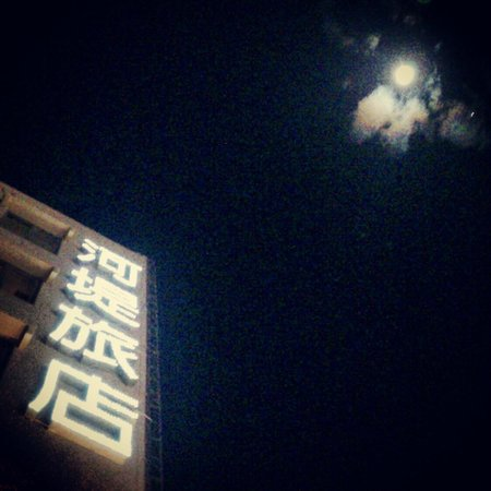 The Riverside Hotel - Hengchun: 飯店旁的停車場