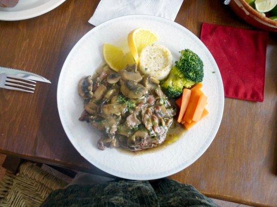 Chenandos Restaurant: filete mushroom gravey