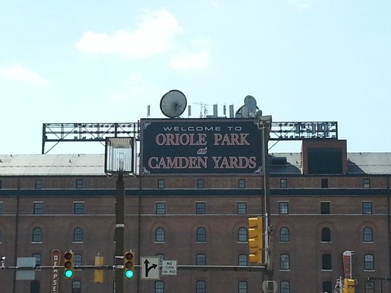Sheraton Inner Harbor Hotel: Camden Yards is a 5 minute walk