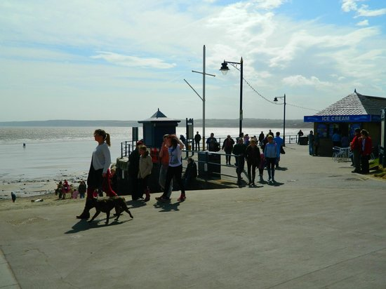 Filey Beach: nice place for a walk whilst looking out to sea
