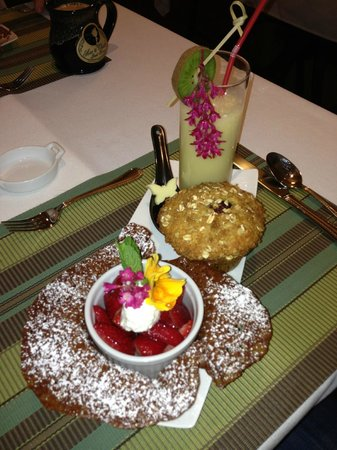 Bee & Thistle Guest House: Brandied Strawberries in Lace Toffee Cup, Blackberry Oatmeal Muffins, and Orange Frappe