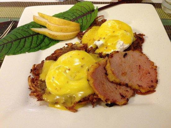 Bee & Thistle Guest House: Eggs Benny on Potato Latkes and Maple Glazed Canadian Bacon