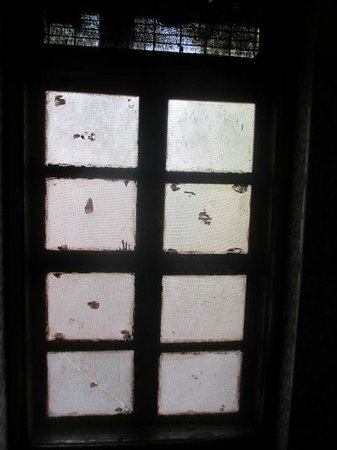 Ashby Hotel: never saw such dirty windows before
