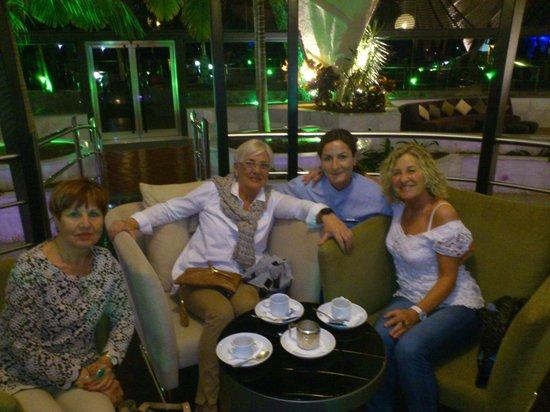 H10 Playa Meloneras Palace: Con Esther una trabajadora de este Hotel.