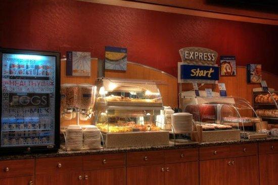 Holiday Inn Express Solvang: Breakfast