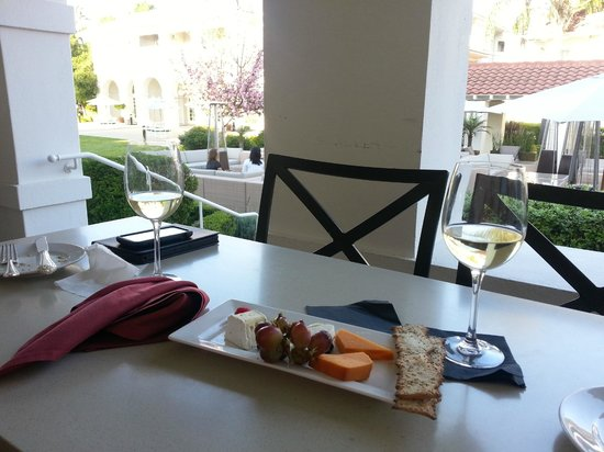 Dolce Hayes Mansion: Afternoon snack from the lounge: Cheese Plate and Sauvignon Blanc.