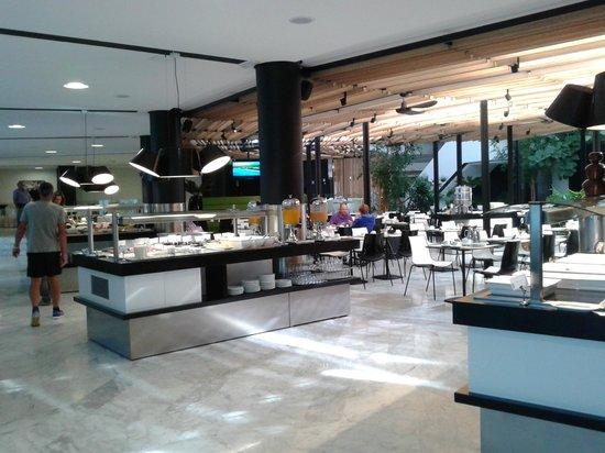 Barcelo Sevilla Renacimiento : Sala de desayunos