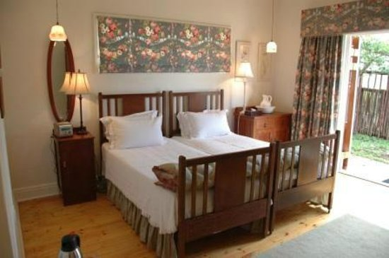 St. Aidans Guest Cottage: Chintz Room