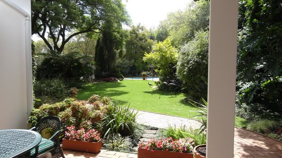 Cotswold Gardens Guest House : Looking out from the veranda...
