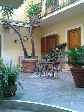 Villa San Lorenzo Maria Hotel: patio