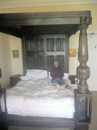 Camelot Castle Hotel: four poster