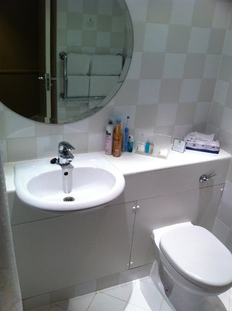 Holiday Inn Guildford: Bathroom