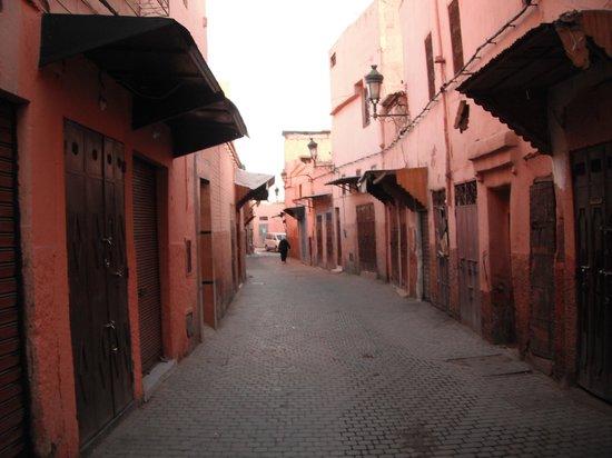 Riad Tajpa : Straßen zum Riad (keine Autos erlaubt)