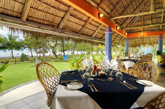 Pavillion Restaurant: The panoramic ocean views from our open air restaurant