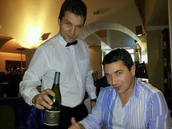 Restaurante A Casa do Bacalhau: Recebendo os amigos.....