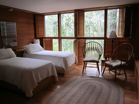 Inn at Middleton Place: Twin room facing woods