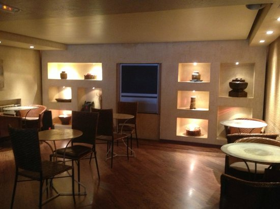 Patagonia Atiram Hotel : Part of the lounge area