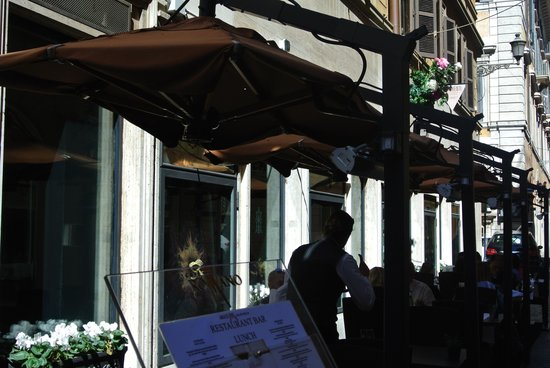 Cafe Romano : Outdoors for lunch!