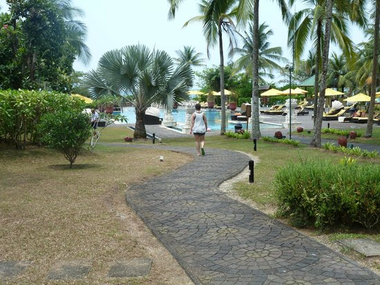 Angsana Bintan : beautiful grounds