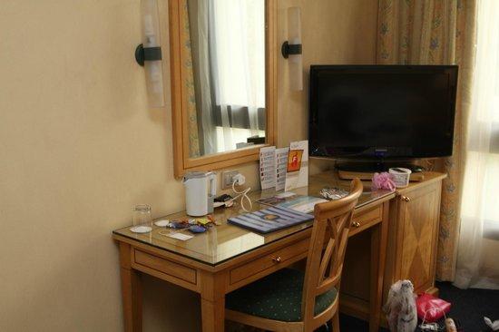 Sonesta Hotel, Tower & Casino Cairo: Hotel Room