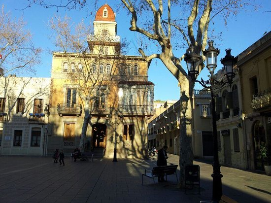 Youth Hostel Pere Tarres: Plaça de la Concòrdia, nas proximidades do albergue