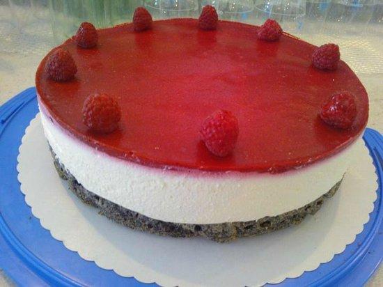 Seecafe: Mohn Topfen Torte mit Himbeeren