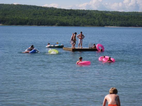 Batman's Cottages & Campground: Batman's Floating Dock