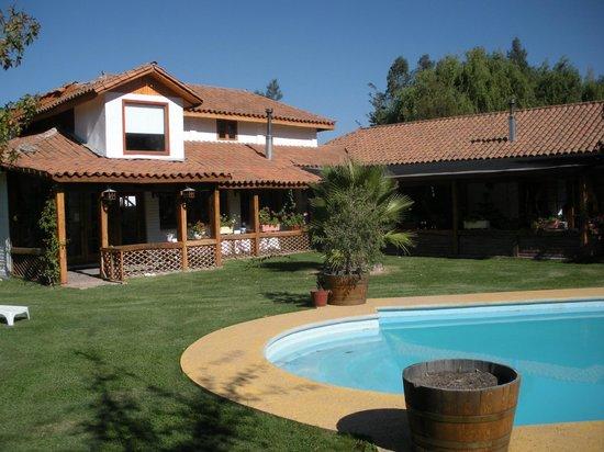 Hotel Finna Estampa : Vista del hotel, terrazas y piscina