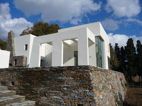 Andros Wall Photo